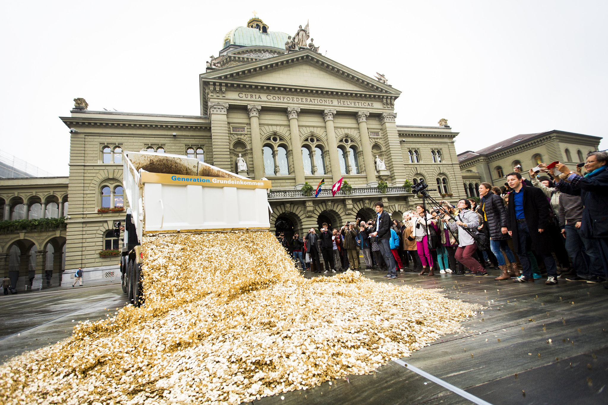 Basic_Income_Performance_in_Bern,_Oct_2013